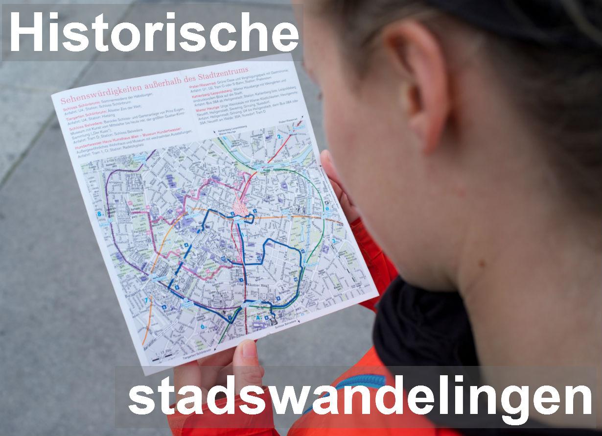 Afbeelding Historische stadswandelingen. Een kaartje met stadswandelingen in Wenen bestuderen