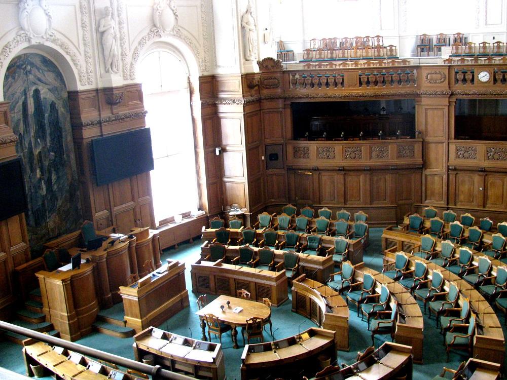 Blik op de zetels van het Parlement in Christiansborg Slot te Kopenhagen