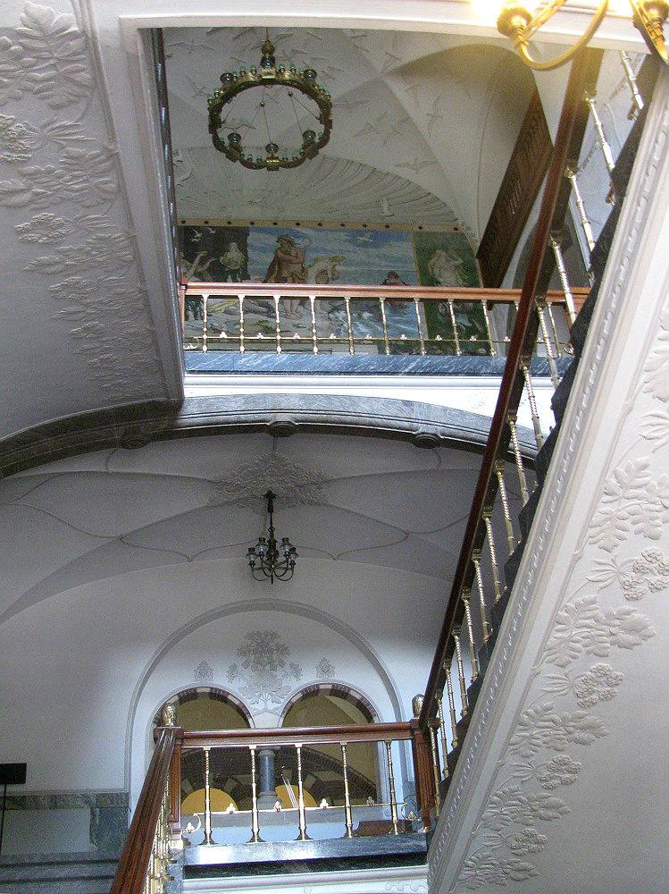 Het beschilderde trappenhuis van het Stadhuis te Kopenhagen