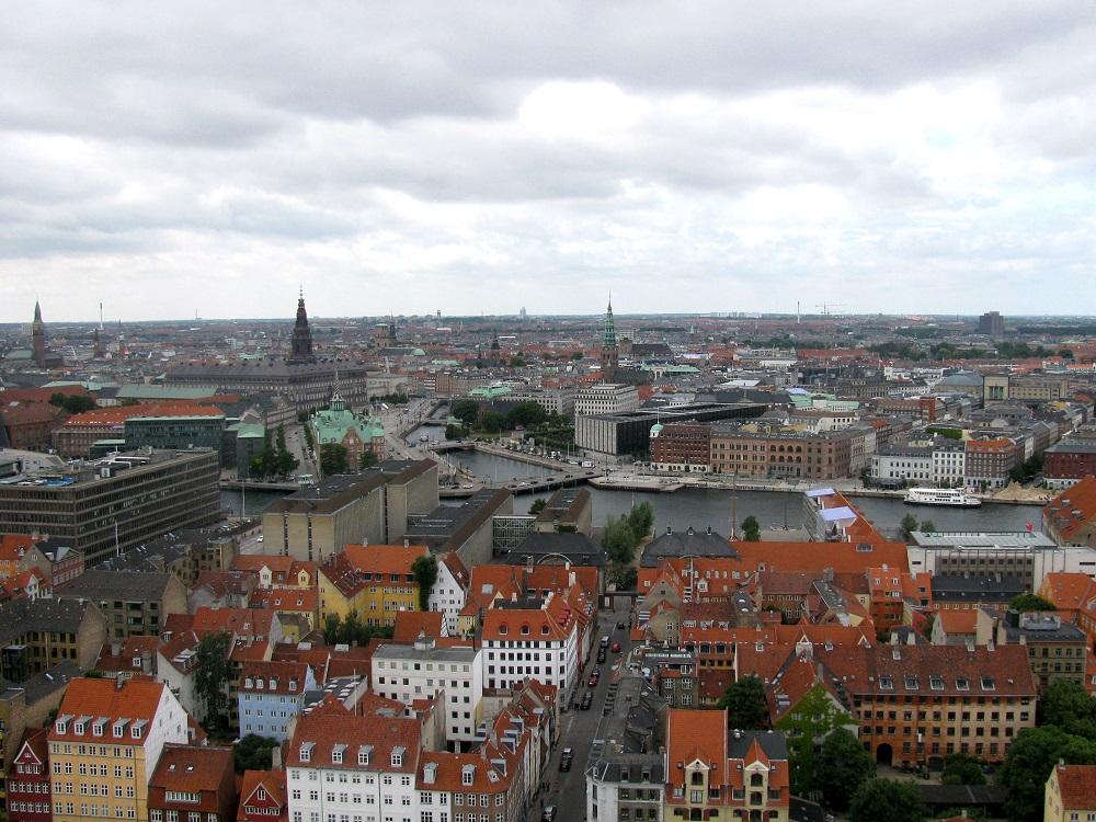 Uitzicht op het stadscentrum vanaf de Verlosserskerk te Kopenhagen
