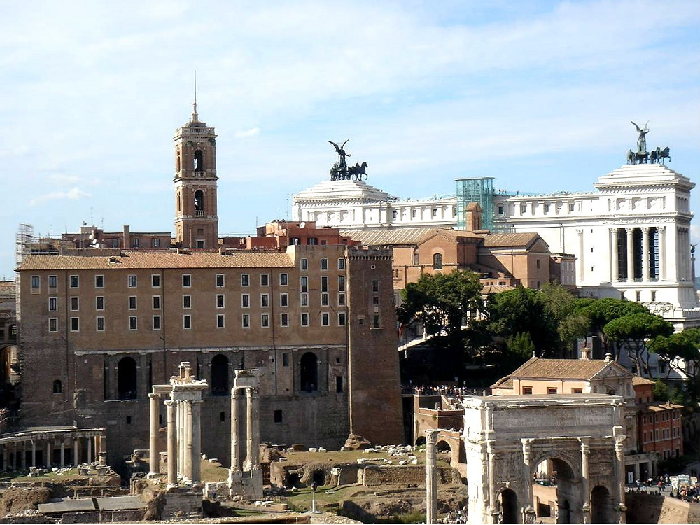 Victor Emanuel II monument, gezien vanaf het Forum te Rome