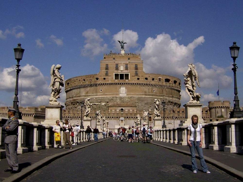 De Engelenbrug te Rome, die leidt naar de Engelenburcht