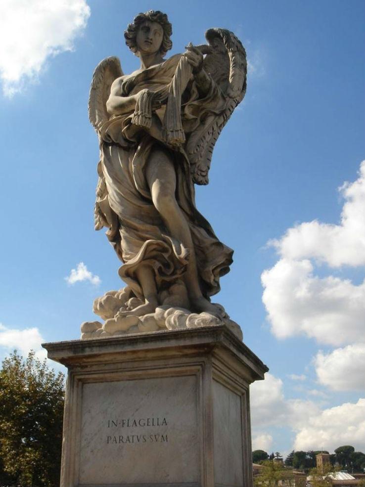 Een beeld van een engel op de Engelenbrug te Rome