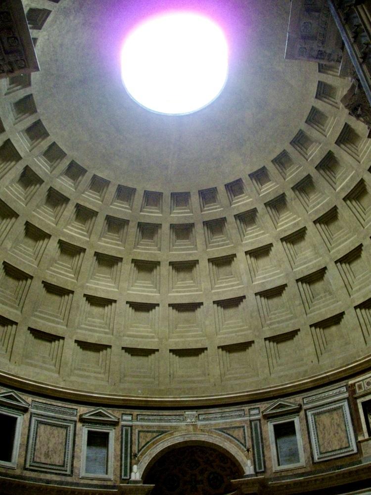 De oculus in de koepel van het Pantheon te Rome