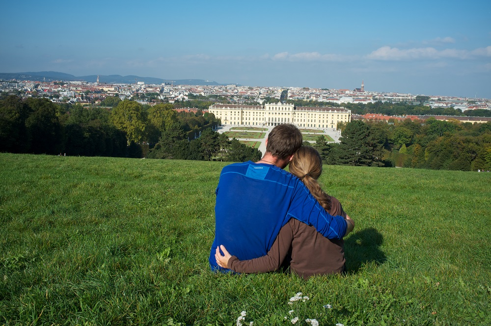 Na drie weken fietsen hebben we Wenen bereikt en genieten we van het uitzicht bij Schönbrunn