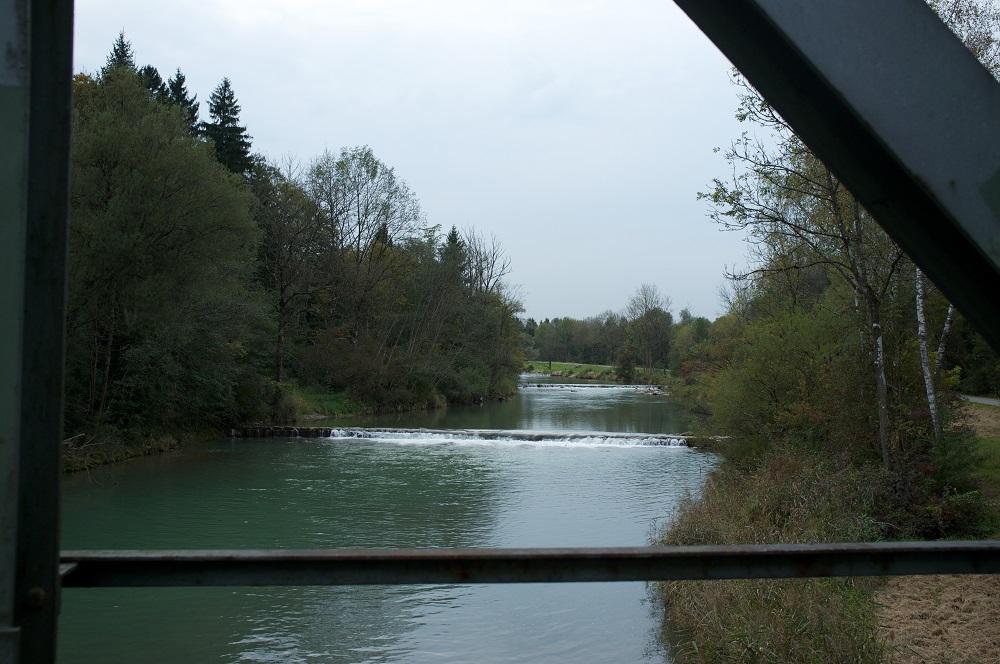 Een brug over de Mangfall rivier