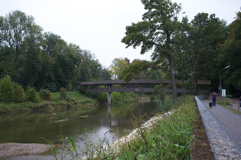 Een overdekte brug in fietsroute D11