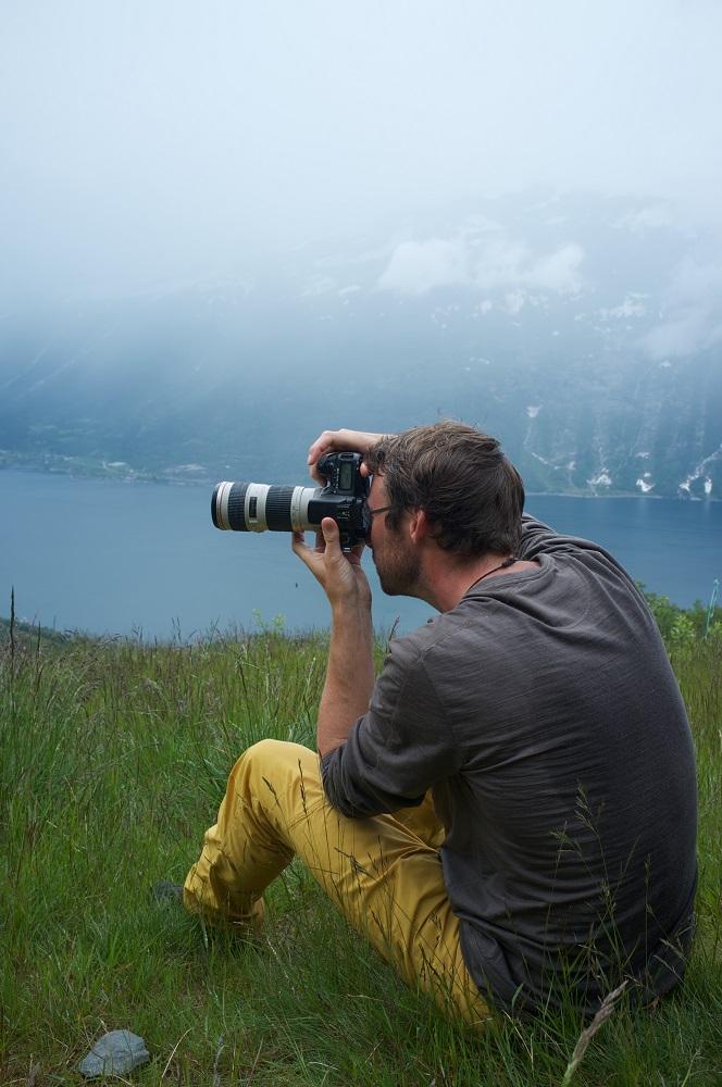 Eddo fotografeert in de Noorse bergen