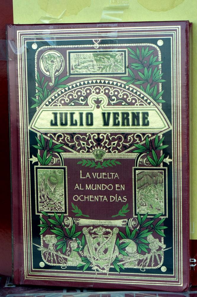 Boekomslag van de Spaanse uitgave La vuelta al mundo en ochenta días van Julio Verne