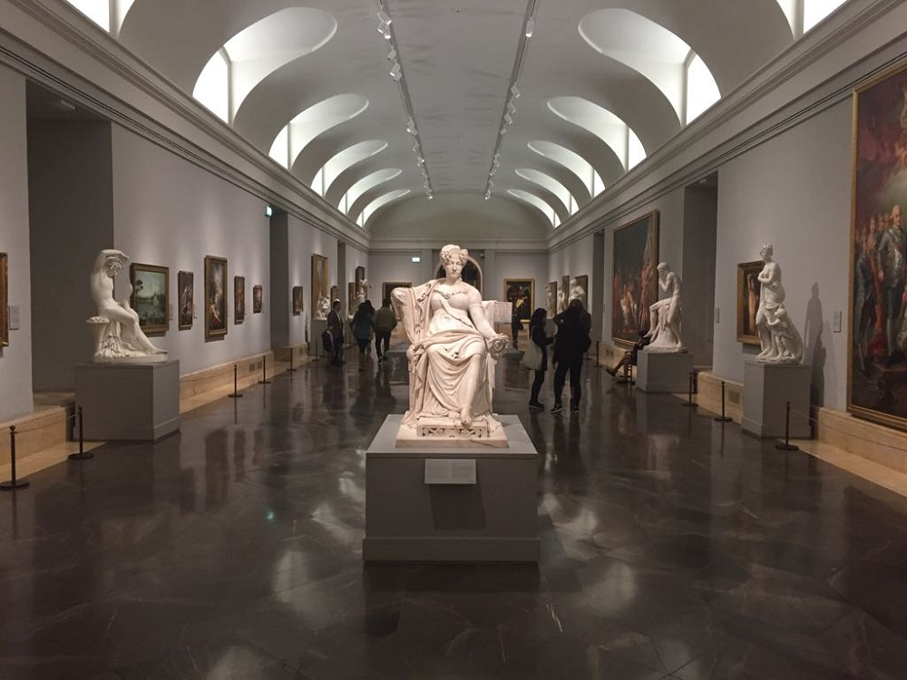 Een zaal in het Prado museum te Madrid