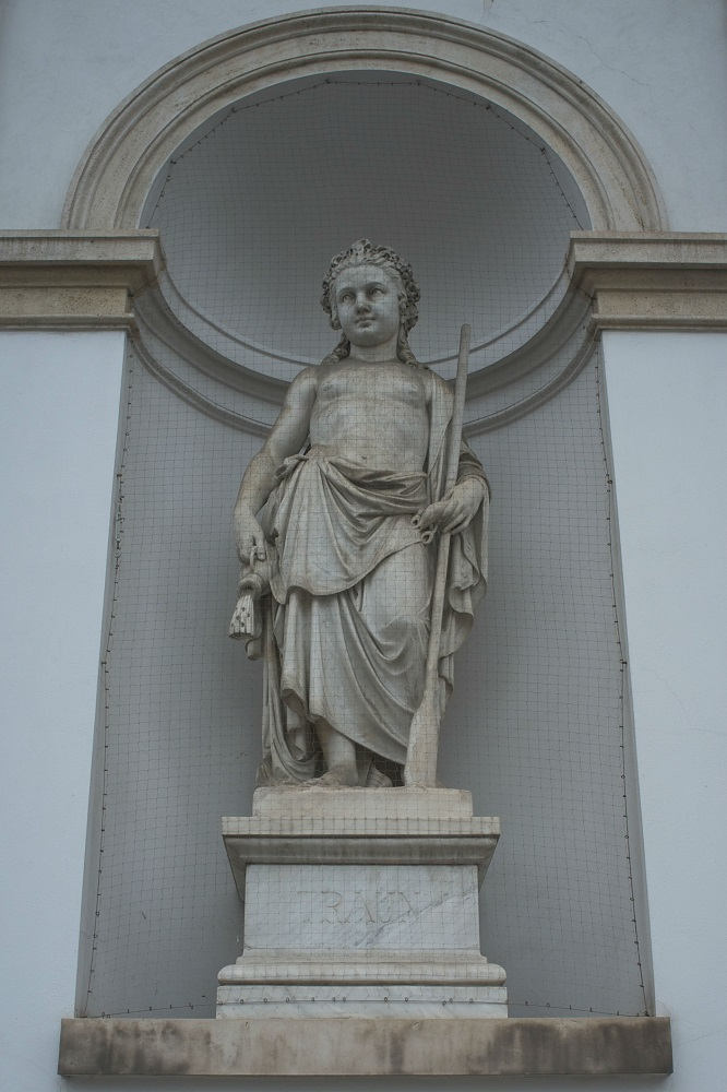 De personificatie van de rivier Traun bij de Albrechtsfontein op het Albertinaplatz te Wenen
