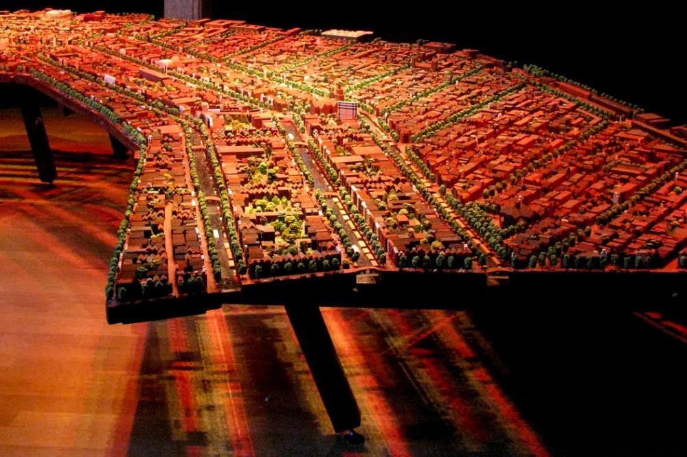 Een maquete van de grachtengordel in museum Het Grachtenhuis te Amsterdam