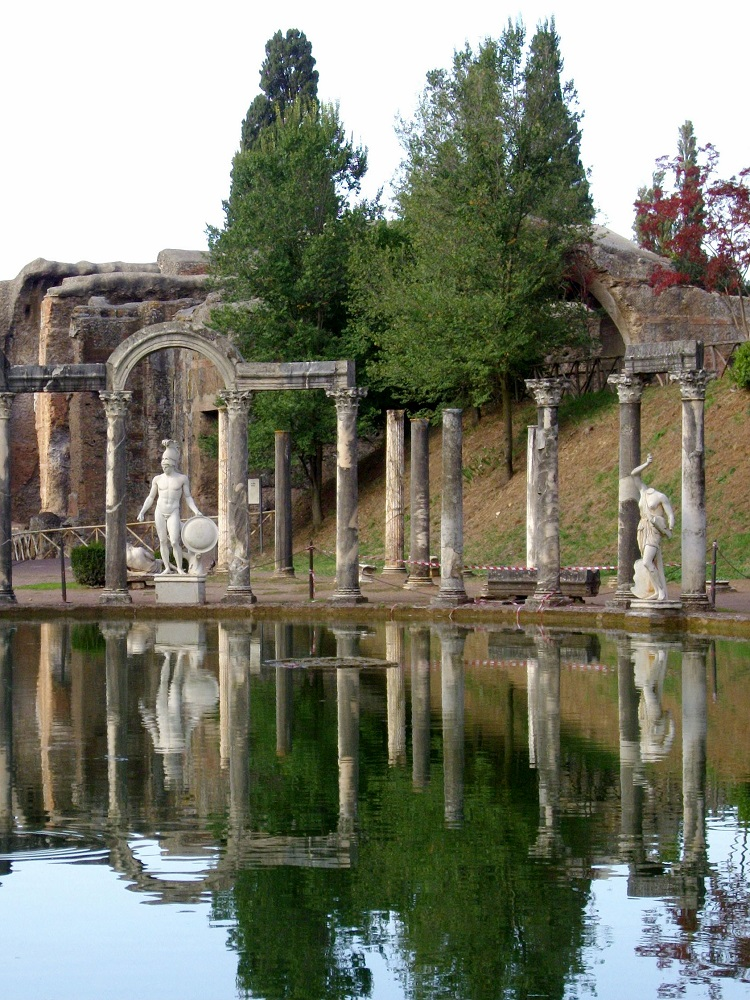 Beelden bij Villa Hadriana te Rome