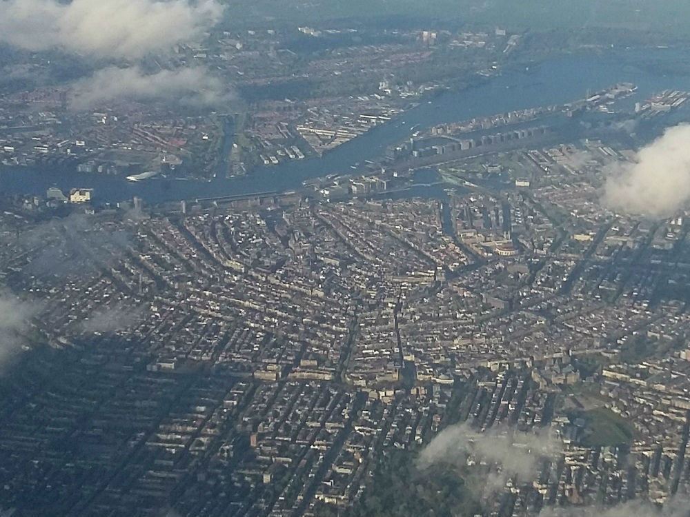 Zicht op Amsterdam vanuit de lucht