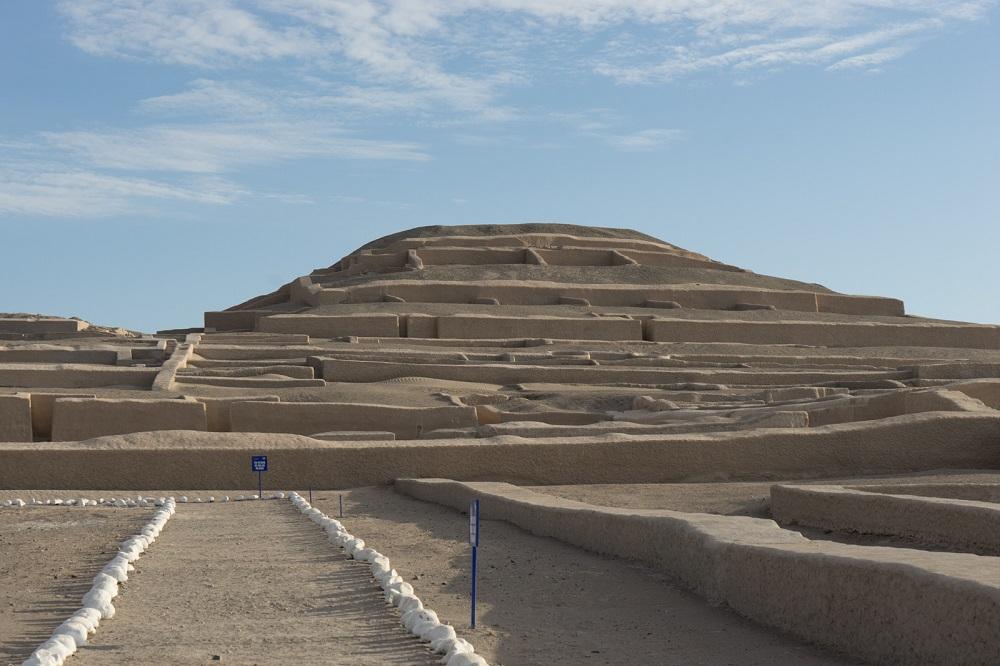 De piramides van de Cachuachi orakelplaats bij Nasca in Peru