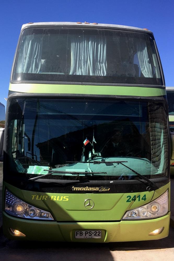 Een dubbeldekker bus van de firma Turbus in Chili